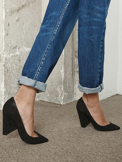 Black Leather Pointed Heeled Pumps