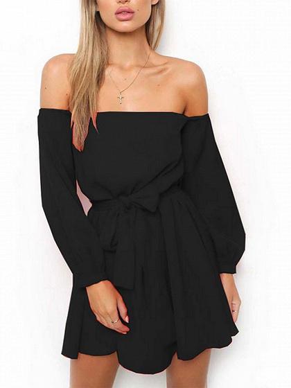 Mini-robe noire à manches longues