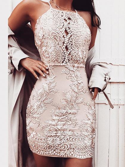 Goldene Stickerei-Spitze-Halter-Kreuz-Bügel zurück, figurbetontes Kleid