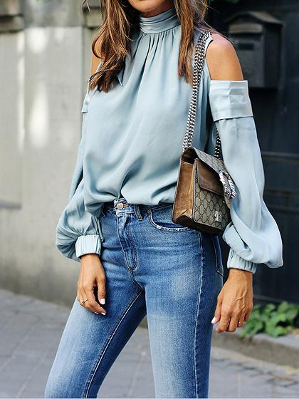 Blusa de mujer elegante con cuello redondo y manga corta azul