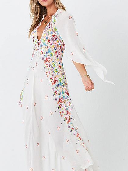 Vestido bohemio maxi con estampado folk folk en color blanco con estampado popular de manga larga