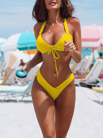 Bikini Halter Amarillo y Parte Inferior De Cintura Alta
