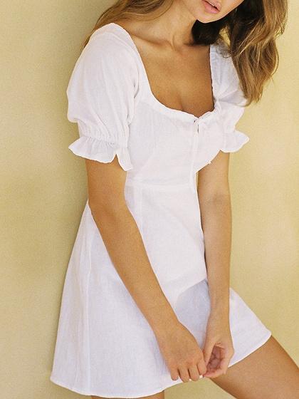 Mini vestido cuadrado blanco manga de soplo de cuello